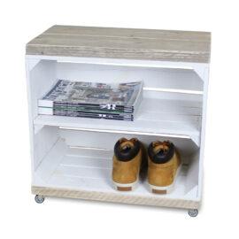 hölzerne Nachttisch Obstkiste weiß mit weißem Regalbrett lang und Schwenkrädern