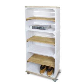 Schrank hoch aus Obstkisten weiß mit einem altem Regalbett lang einschließlich Schwenkrad 3