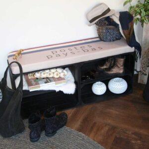 Schuhschrank mit Sitzkissen